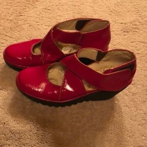 Patent Red Fly London Wedge Mary Janes (40/9)